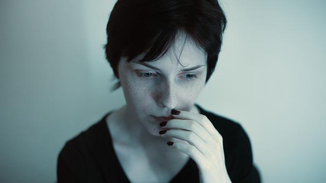 漠然とした不安を抱える女性