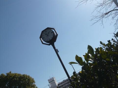 時を刻む街中の時計