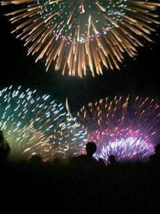 お祭りの花火大会