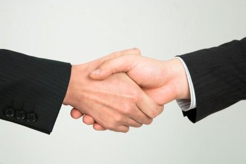 信頼関係の握手