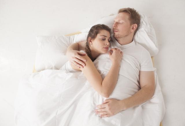 元彼と寝る女性