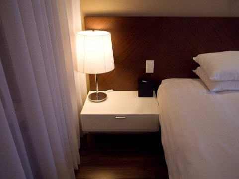 ベッド横のライト