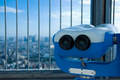 屋上に設置された双眼鏡