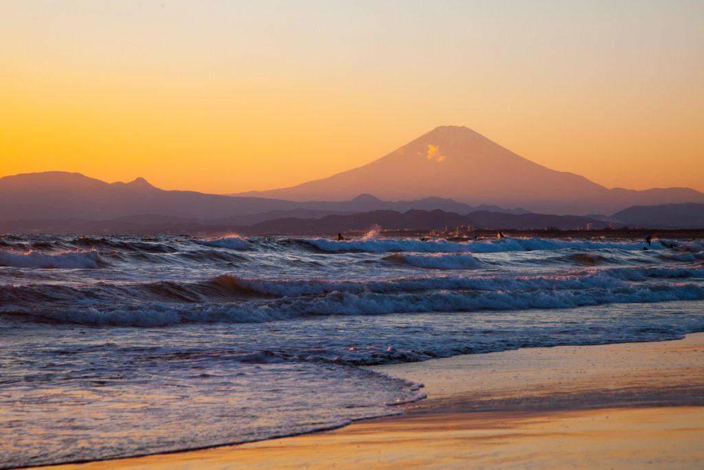 おおらかな気持ちにさせる夕日の富士山
