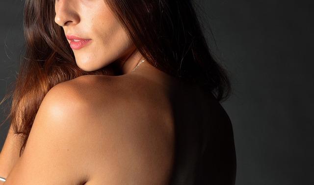 異性としての魅力を発揮する女性