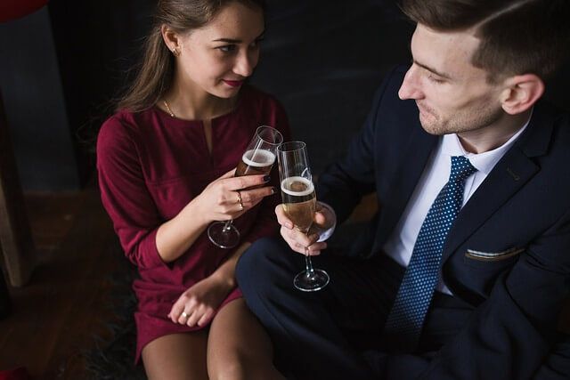 好きな男性に近づく女性