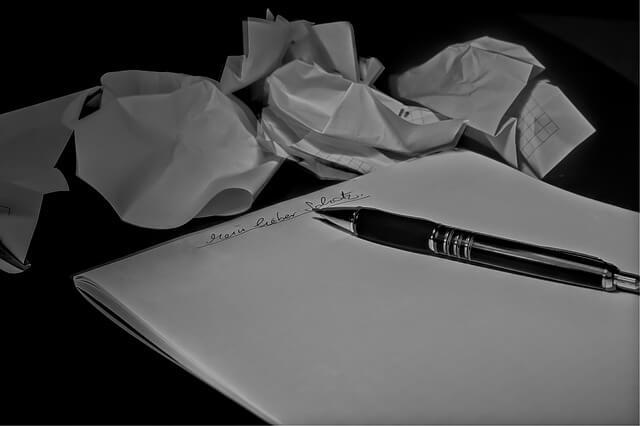 手紙を書いては丸める人