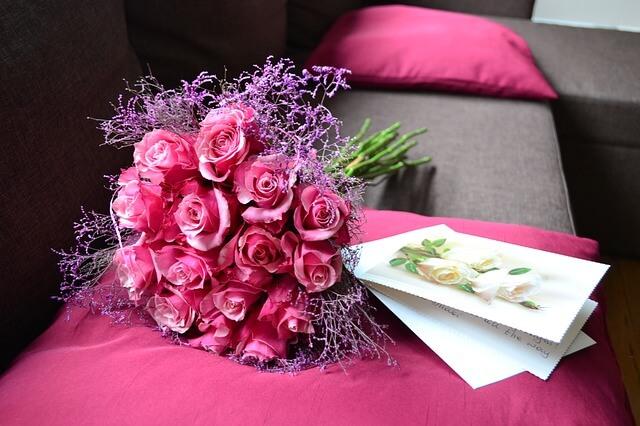 赤いバラと手紙