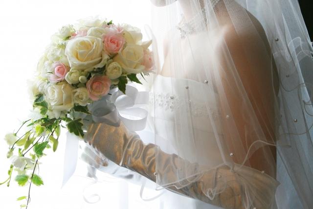結婚式のウエディングドレス姿