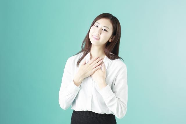話すときに心臓がバクバクする女性