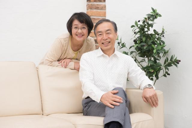 彼氏の両親に気を遣う女性