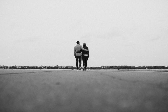 お互いの大切さを実感するカップル