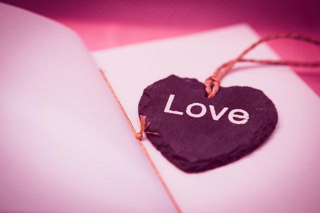 愛し合っている恋人関係