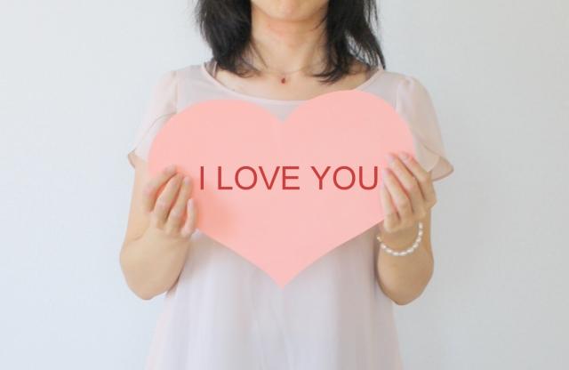 愛情を伝える女性