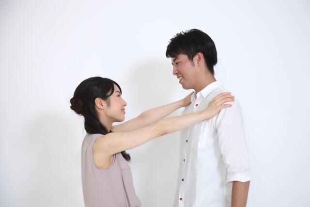 キスすることで愛情が深まるカップル