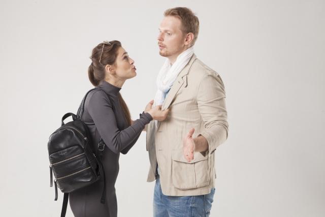 相手の嫌なところを指摘する女性