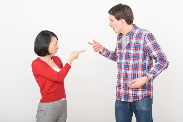 ささいなことで喧嘩するカップル