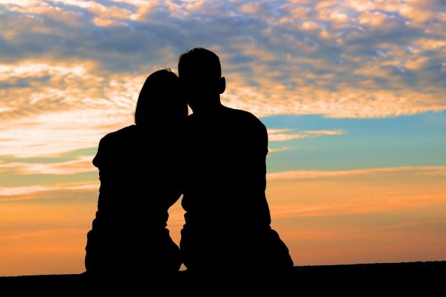 他の女性と付き合う彼氏を想像する女性
