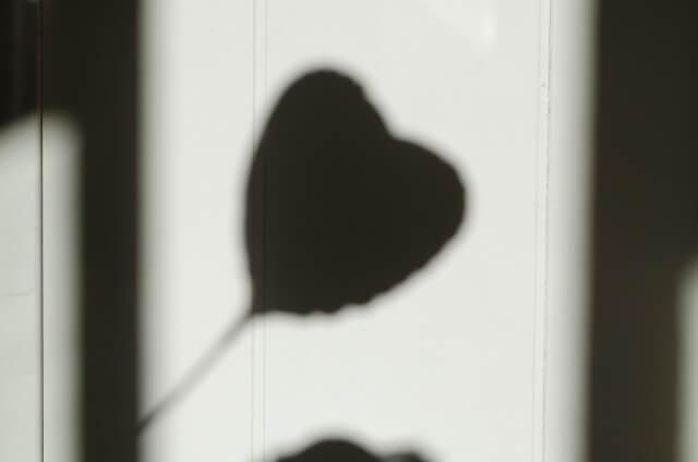 恋愛から少し離れる女性