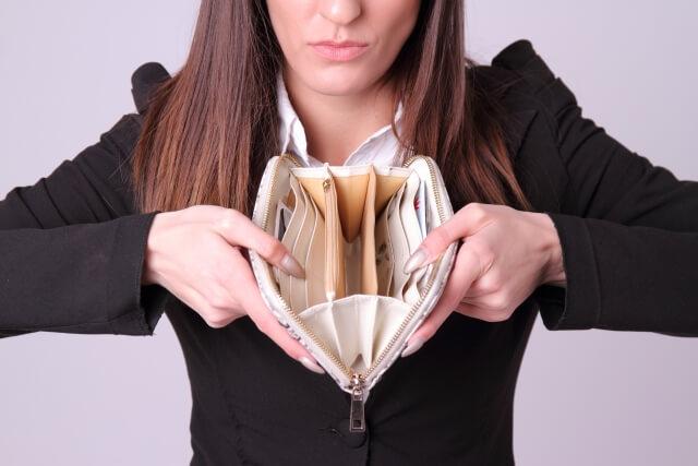 お金を自分のために使う女性