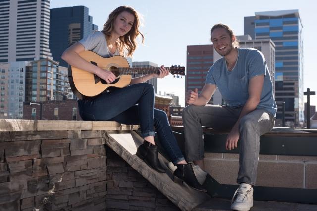 趣味のギターが一緒のカップル