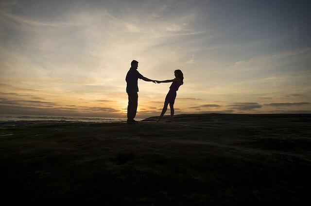 恋愛で男性をリードする女性