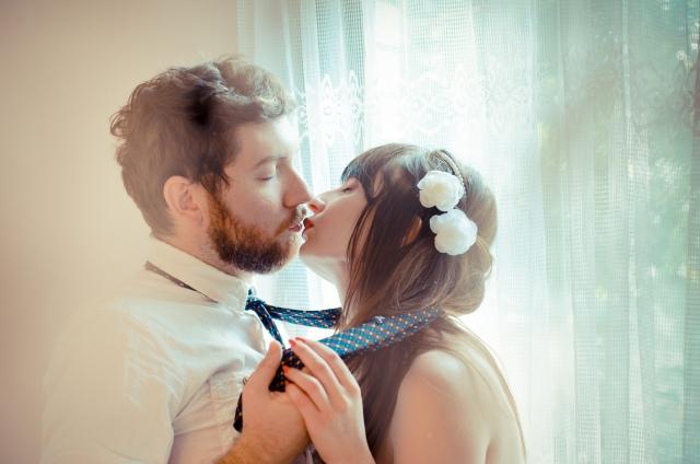 男性にキスのテンポを合わせる女性