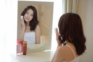 美容に気を遣う女性
