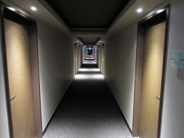 修学旅行の夜のホテルの部屋