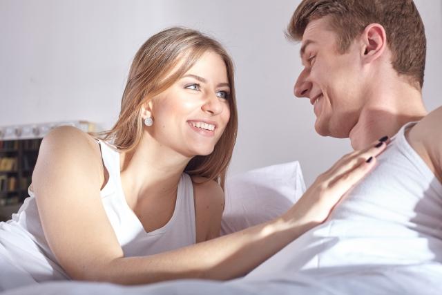 肉体関係を意識してキスする男性