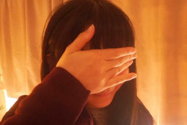 喧嘩しても泣かない女性