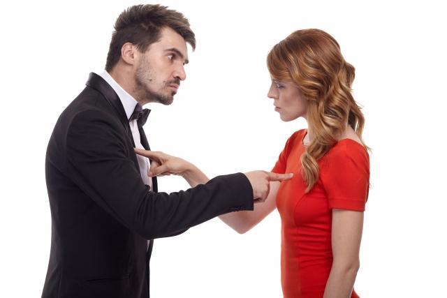 結婚について話し合うカップル