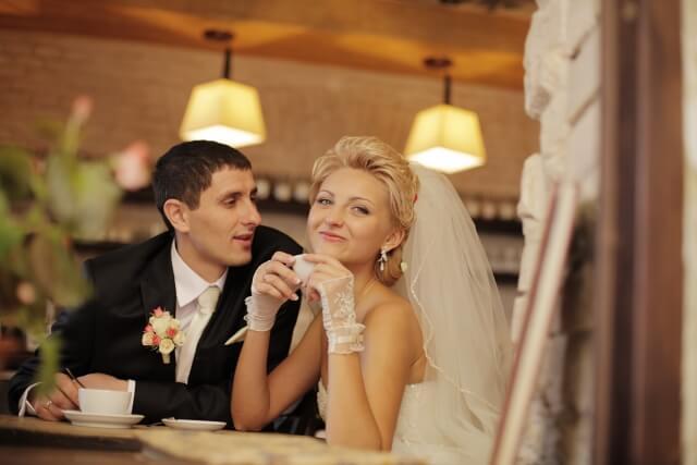 結婚ラッシュに焦る女性