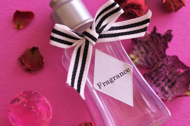 女性ものの香水
