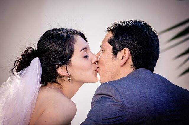 彼女からの積極的なキス