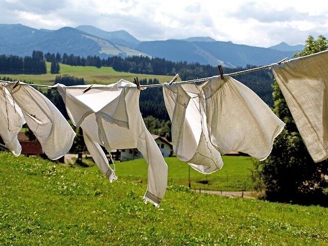 洗濯を熱心にする彼