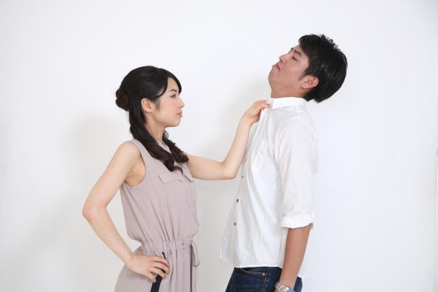 感情をぶつけ合うカップル