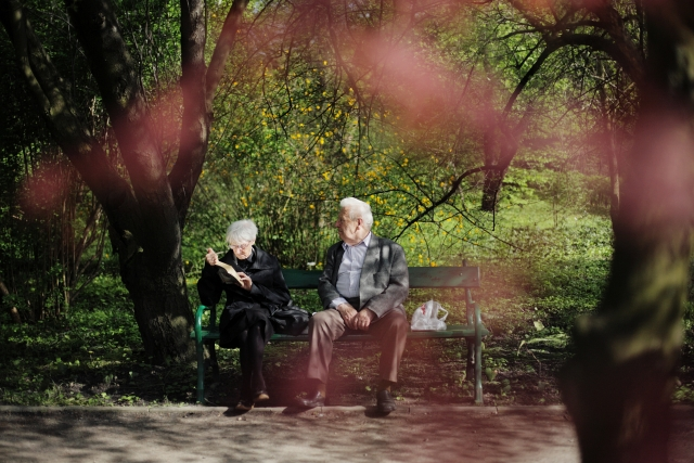 年をとってもラブラブな老夫婦