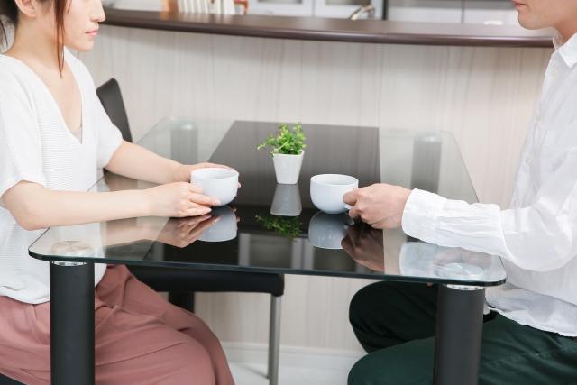 2人で離婚協議を進める夫婦