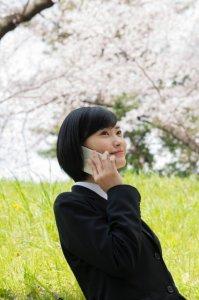 長電話に付き合う女性
