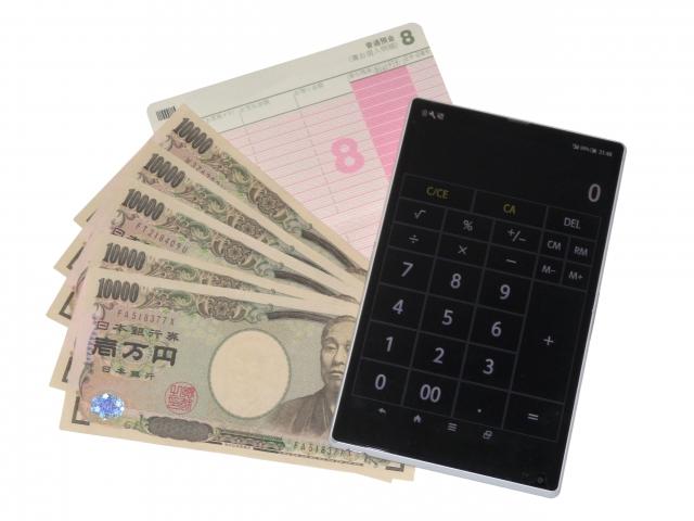 離婚後にもらえるかもしれないお金を計算する女性