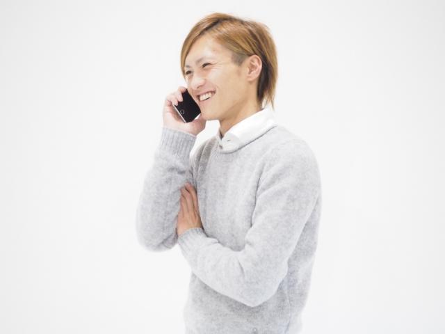 何度も好きな女性に電話する男性