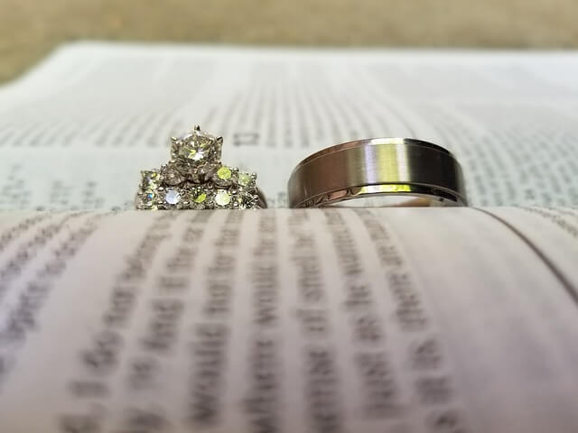 嬉しいプロポーズと婚約指輪