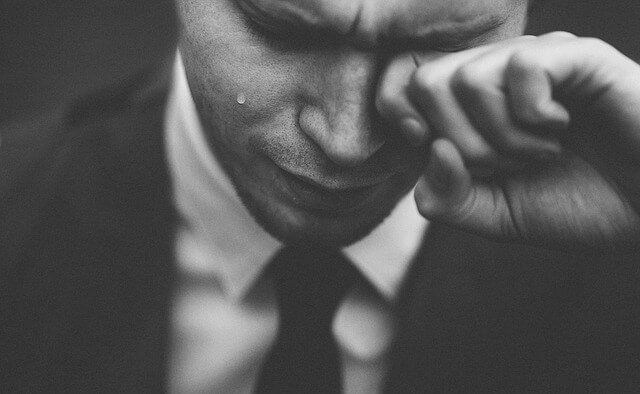 涙もろい男性