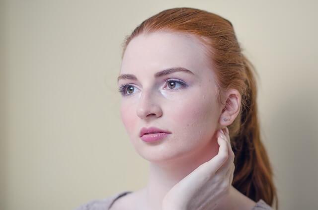 丸顔の女性