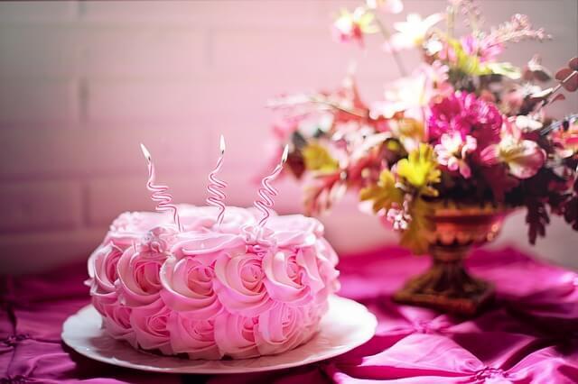 誕生日のサプライズケーキ