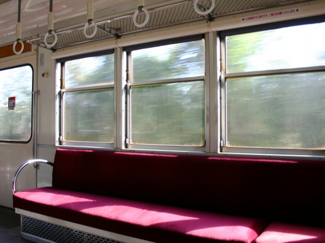 空席の目立つ電車