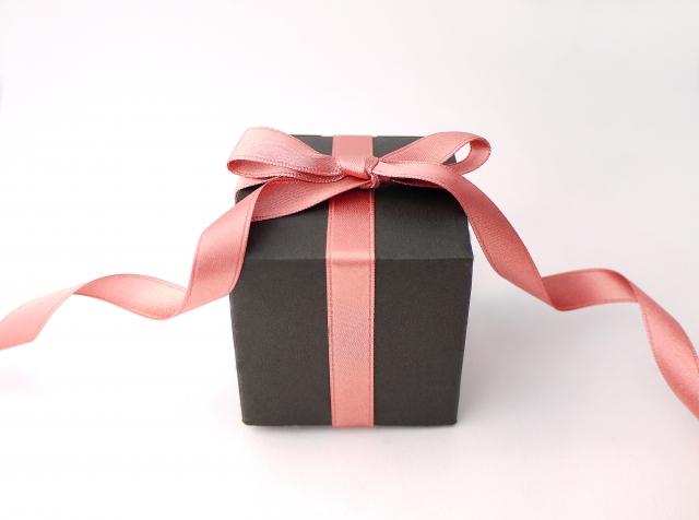 彼へのプレゼントをこだわる女性