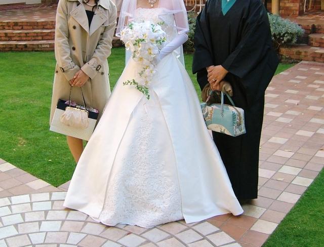 マタニティウエディング用のドレス