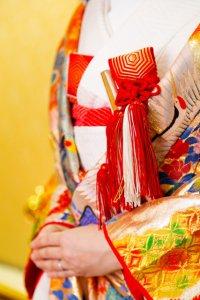和装でマタニティウエディングを行う女性